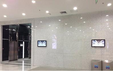 武汉地铁智能壁挂广告机