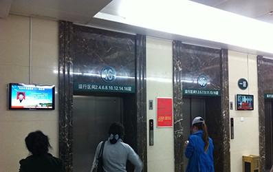 内蒙古某人民医院立式广告机